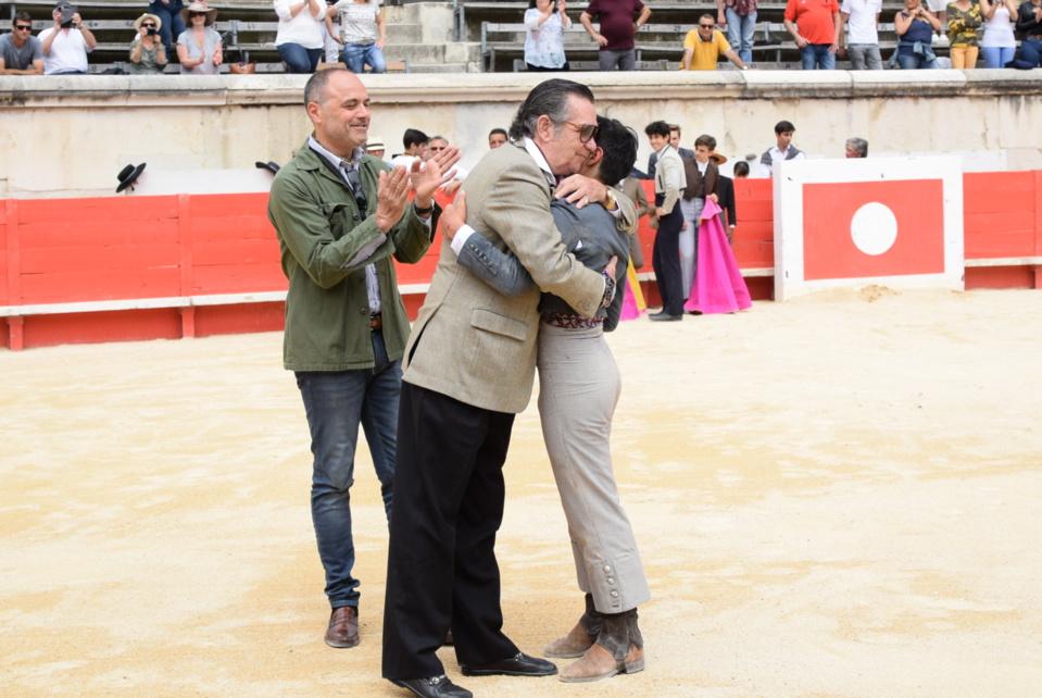 El Maestro Angel TERUEL abrazando a Nino